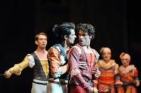 Schicksalsmoment im zweiten Akt: Romeo (Constantine Allen), Mercution (Pablo von Sternenfels), Tybalt (Robert Robinson, im Hintergrund)