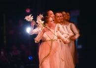 Jessica Fyfe, Agnes Su, María Andrés Betoret, Paula Rezende, Daiana Ruiz und Alicia Torronteras: der Auftritt der Brautjungfern.