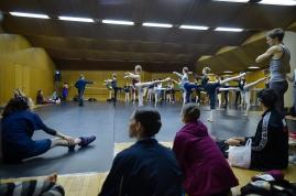 Training mit Ballettmeister Rolando D'Alesio im kleinen Ballettsaal