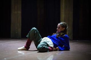 Elisa auf der Bühne kurz vor Beginn des dritten Akts