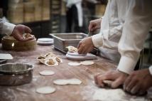 Ein schneller Snack vor der Vorstellung: leckere Teigtaschen